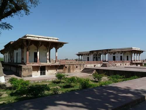 Go for a Tour Delight - Places to Visit near Taj Mahal 3